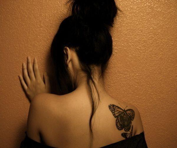 spalla-con-farfalla-in-bianco-e-nero