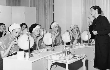 Elisabeth Arden Vs. Helena Rubinstein....helena-rubinstein-beauty-school